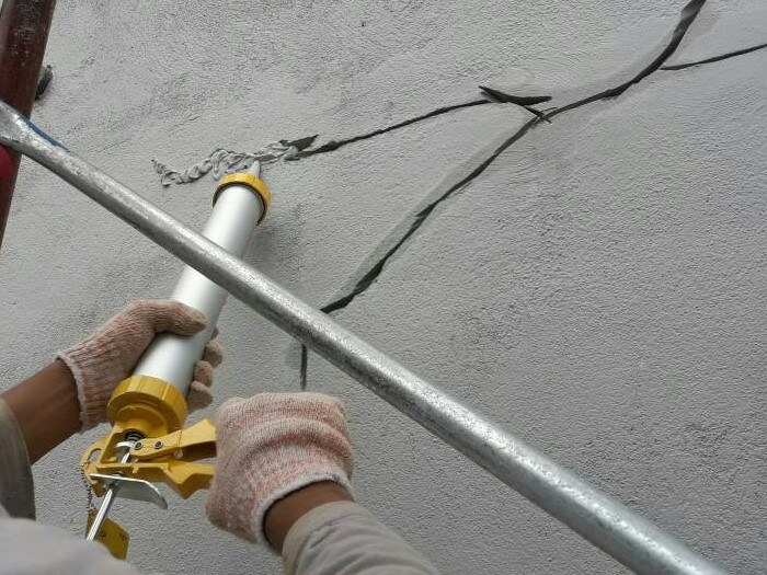 Sealant for Crack Lines at Wall (1)