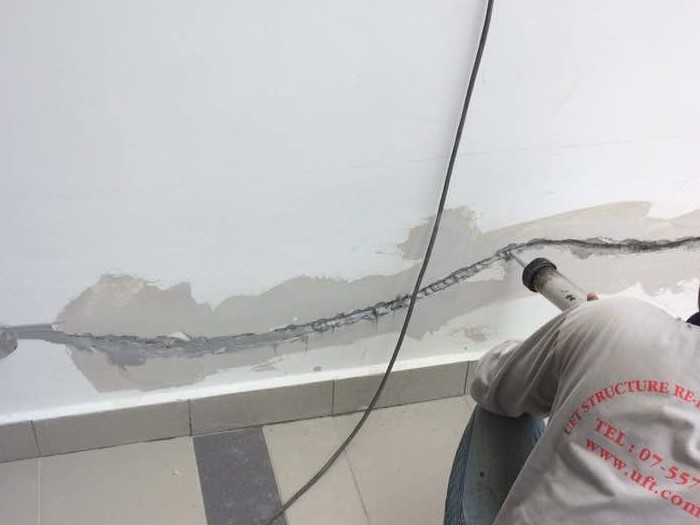 Sealant for Crack Lines at Wall (2)