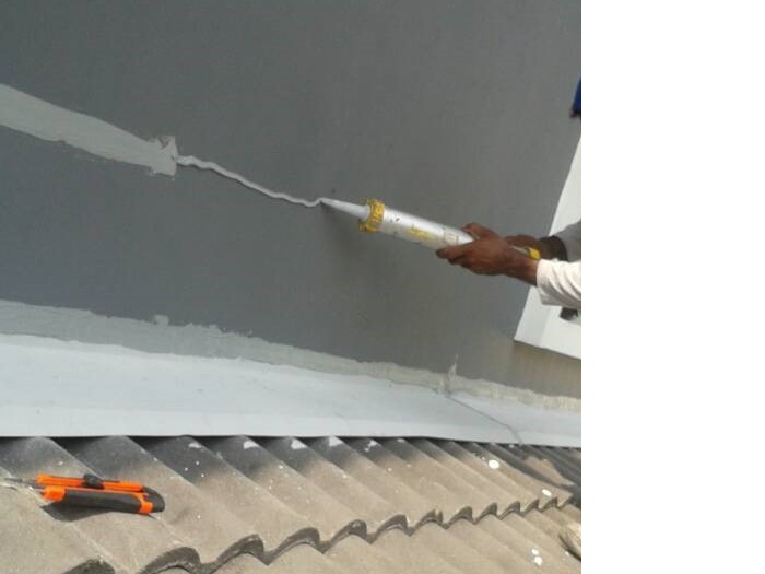 Sealant for Crack Lines at Wall (4)